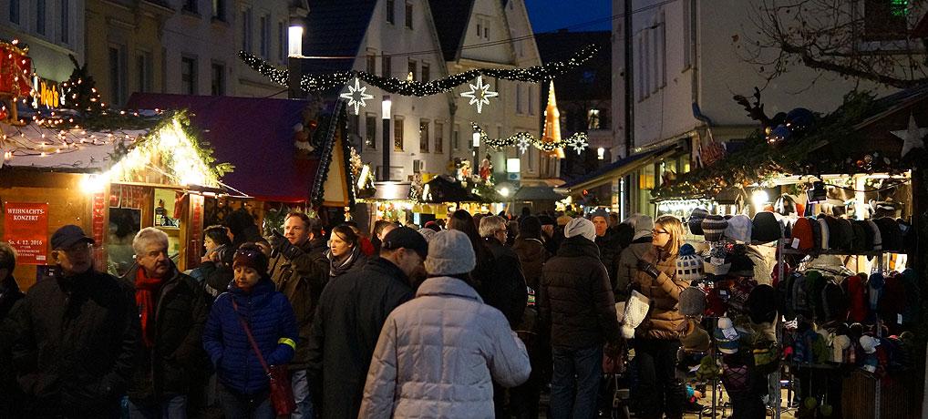 Der Reutlinger Weihnachtsmarkt findet in der Wilhelmstraße und an der Marienkirche statt.
