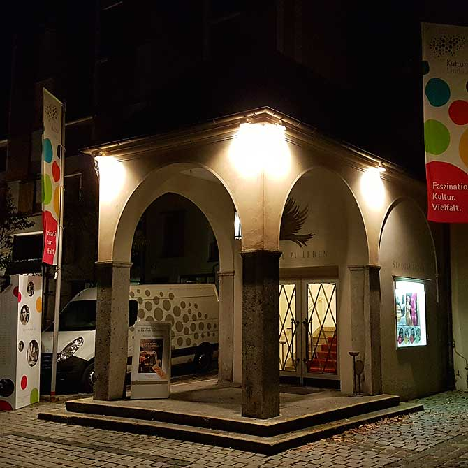 Stadttheater Lindau am Abend