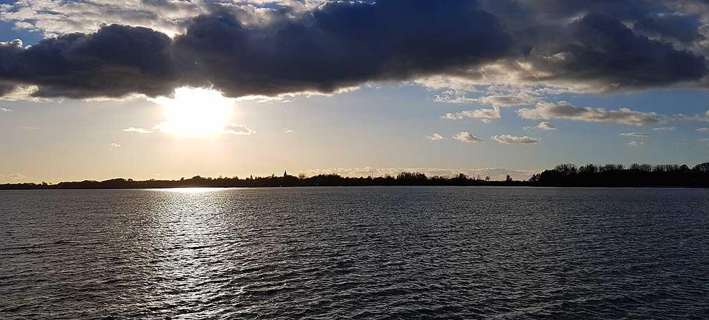 Die Mecklenburgische Seenplatte im Herbst ist einen Urlaub wert.
