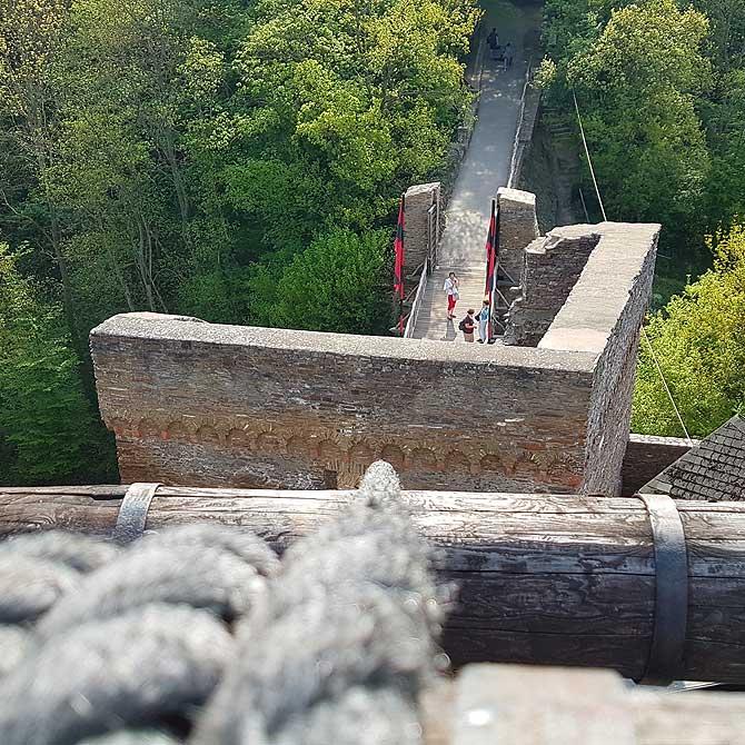 Zugbrücke und Eingang zur Ehrenburg