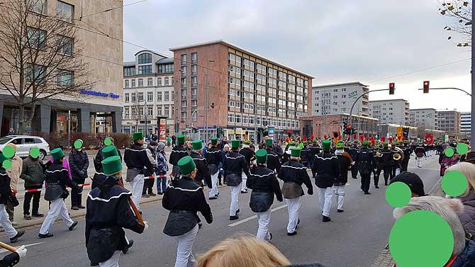 Bergparade auf der Straße der Nationen