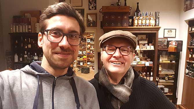 Jörg und ich in seinem Zigarrenladen