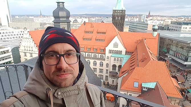Ich ganz oben auf der Suche nach den bekanntesten Sehenswürdigkeiten in Chemnitz