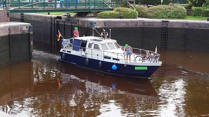 Boot in der Kesselschleuse