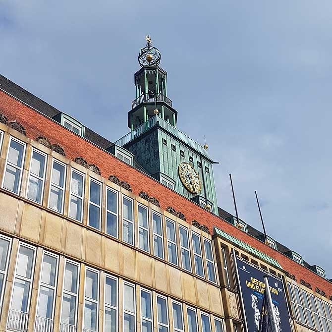 Rathaus, Turm und Glocken