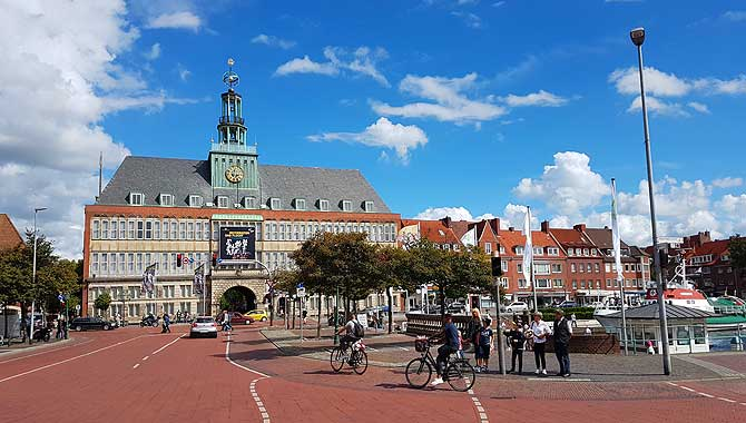 Tagsüber sieht das Rathaus stark aus