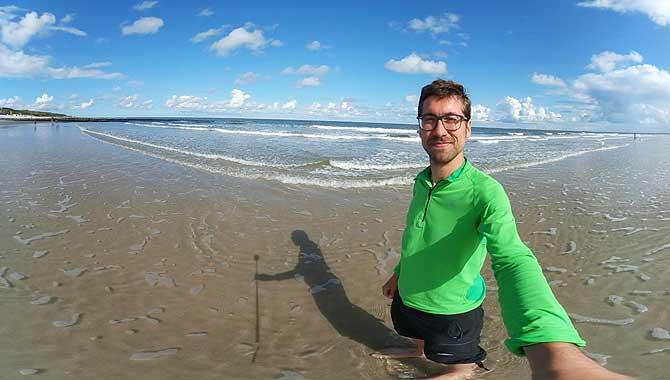 Ich am Strand im Urlaub auf Wangerooge