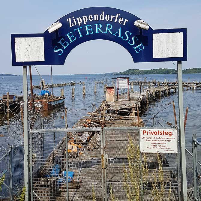 Eingang zur Zippendorfer Seeterrasse