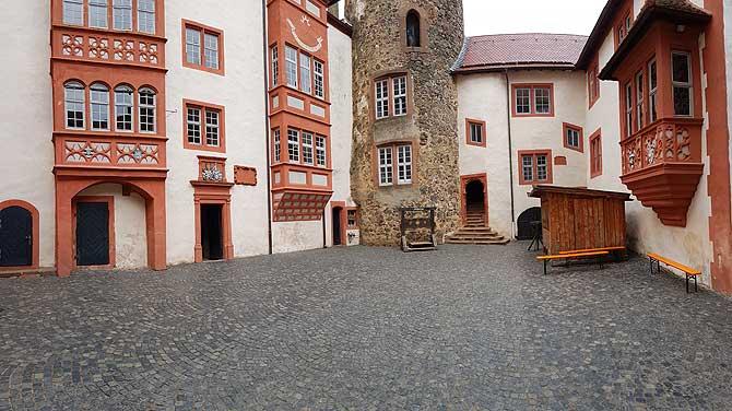 Innenhof von Burg Ronneburg