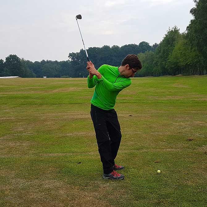 Ich beim Golf spielen auf Gut Welschof