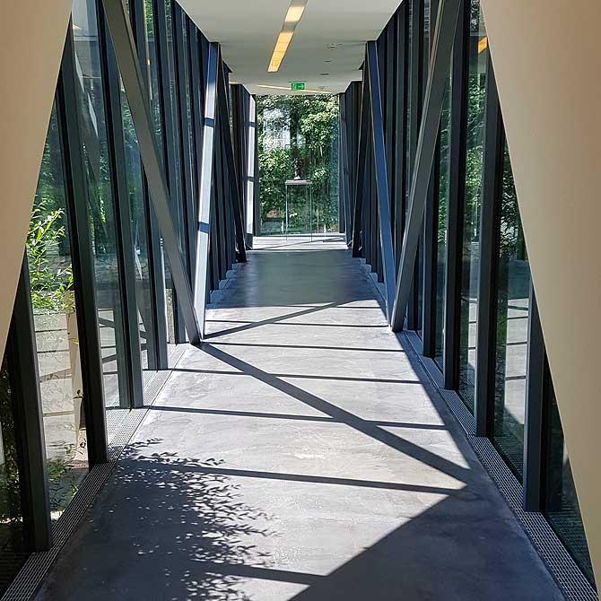 Eingang und langer Korridor