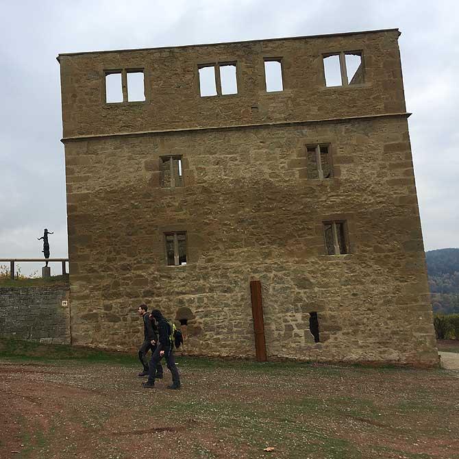 Ruine Yburg oberhalb von Kernen