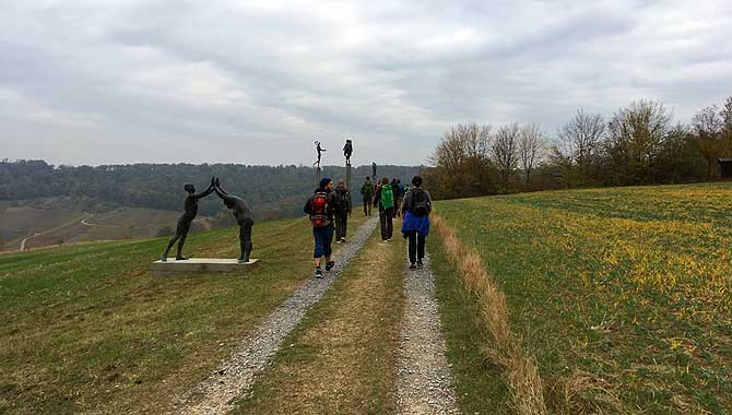 Wandern am Skulpturenweg entlang