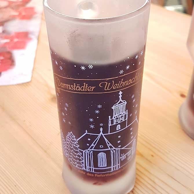 Motiv auf der Tasse ist die Stadtkirche in Darmstadt