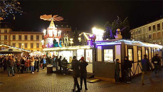Weihnachtsmarkt-Hütte von Michael Hausmann