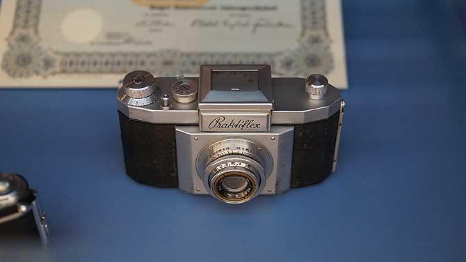 Praktiflex Kamera als Teil der Ausstellung