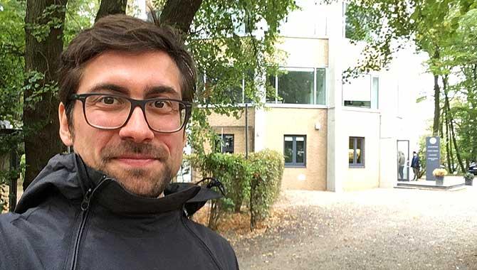 Ich vor dem Drehturm Aachen