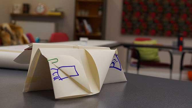 Papierflieger im Meeting