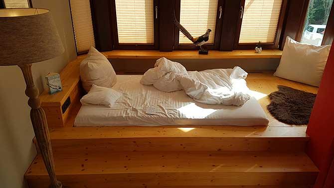 Bett im Fasan Zimmer im Hubertushof Hobbach