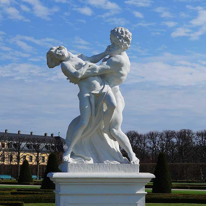 Pluto ist eine der Statuen in den Herrenhäuser Gärten