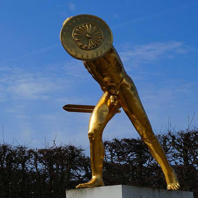 Goldstatue in den Herrenhäuser Gärten