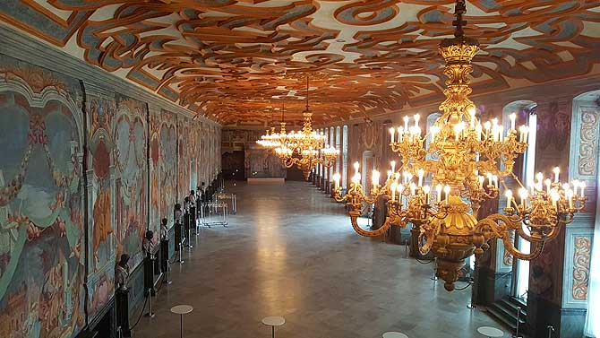 Schicker Ballsaal im Schloss