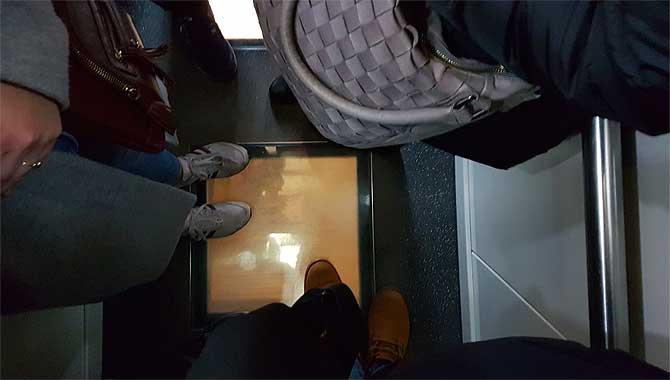 Transparenter Aufzugsboden