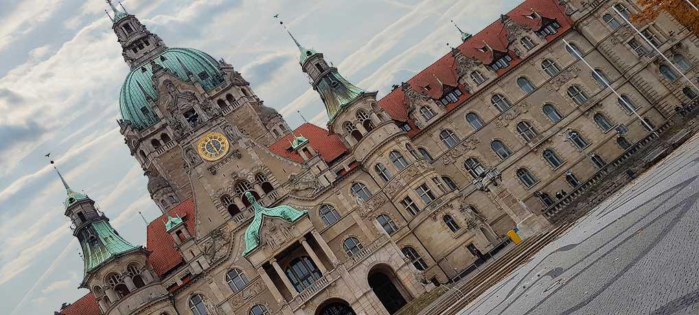 Das Neue Rathaus in Hannover ist auch wegen dem Bogenaufzug eine tolle Sehenswürdigkeit