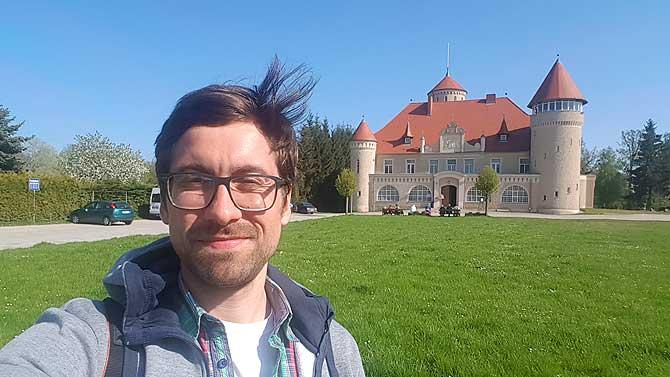 Ich vor Schloss Stolpe auf Usedom