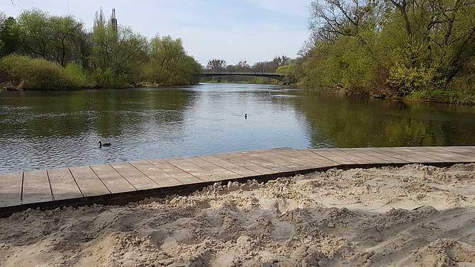 Einzige Strandbar in Hannover am fließenden Wasser