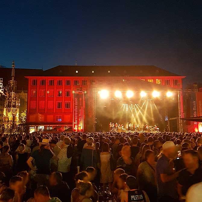 Bühne auf dem Hauptmarkt