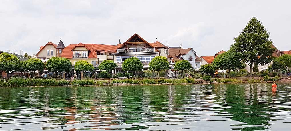 Das Seehotel Niedernberg nennt sich selbst das Dorf am See