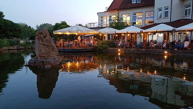 Romantisches Dinner am See