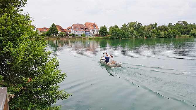 Bootchen fahren auf dem See