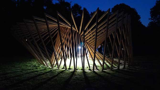 Lichtinstallation im Park