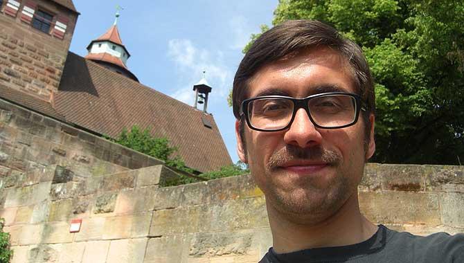 Ich vor der Kaiserburg, der top 10 Sehenswürdigkeiten in Nürnberg