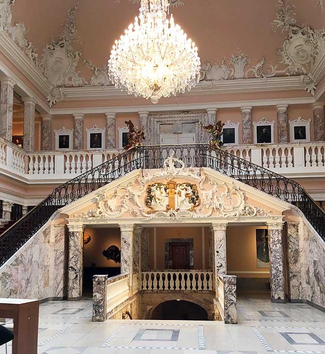 Prächtiger Marmorsaal