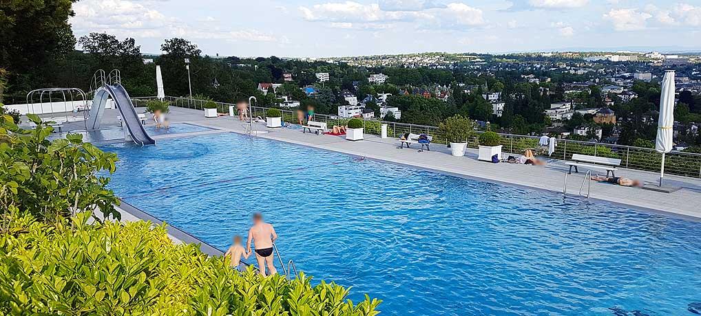 Das Opelbad auf dem Neroberg in Wiesbaden ist eine der top Sehenswürdigkeiten