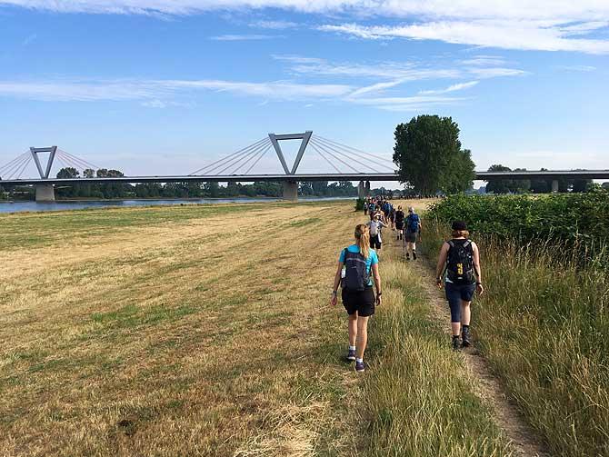 Rheinbrücke beim Megamarsch Düsseldorf