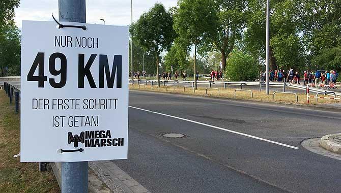 Nur noch 49 km beim Megamarsch Düsseldorf 50 12