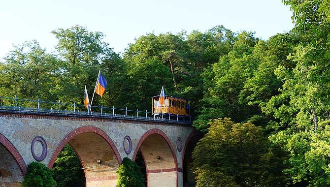 Instagram lässt grüßen: Nerobergbahn auf dem Viadukt