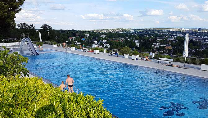 Infinity Pool mit bestem Ausblick auf Wiesbaden
