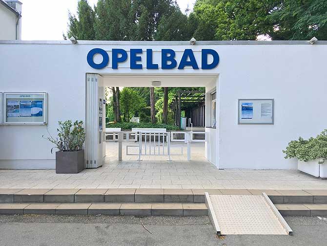 Eingang zum Opelbad