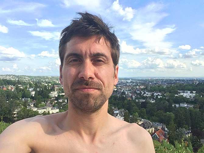 Ich von der Sonne geblendet im Wiesbadener Opelbad