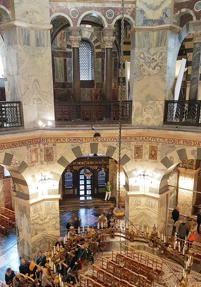 Zweite Etage im Aachener Dom