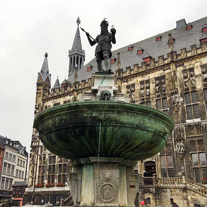 Brunnen vor dem Aachener Rathaus