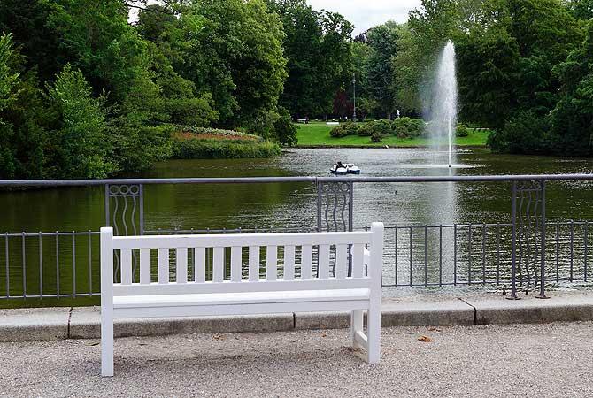 Kurpark Wiesbaden mit Teich