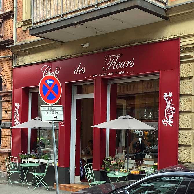 Cafe des Fleurs von der Straße aus