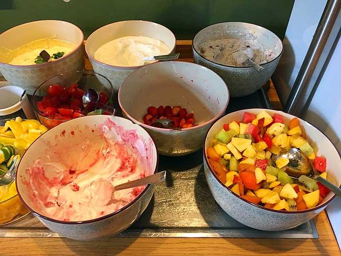 Obst und Müsli im Hotel Klemm