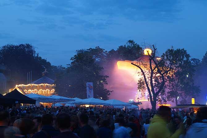 Auch das Wilhelmstraßenfest ist eine der top Sehenswürdigkeiten in Wiesbaden